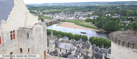 chinon was made famous by joan of arc and francois rabelais